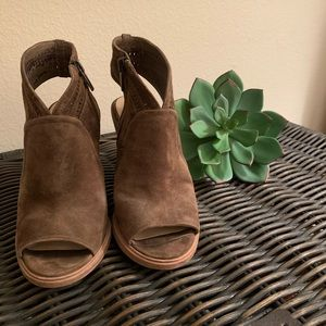 Vince Camuto Olive suede shoes